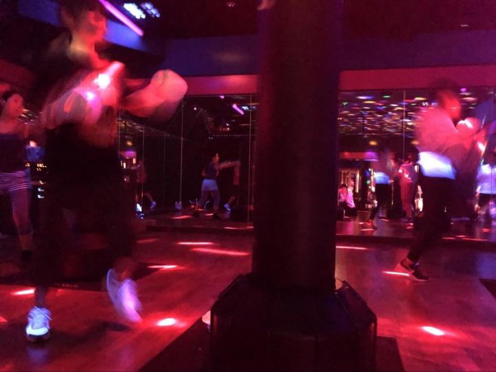 暗闇ボクシング様子3